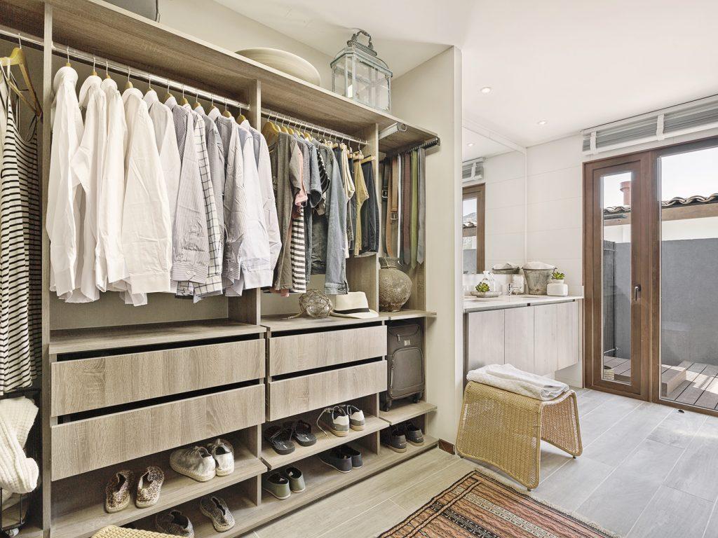 Grandes walk-in closet tipo dressingroom